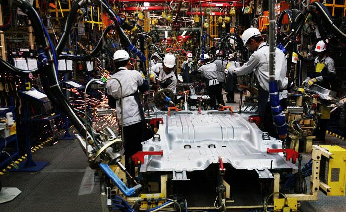 ยอดผลิตรถยนต์ที่เพิ่มขึ้น ส่งผลต่อปัญหารถติดเรื้อรัง!!!